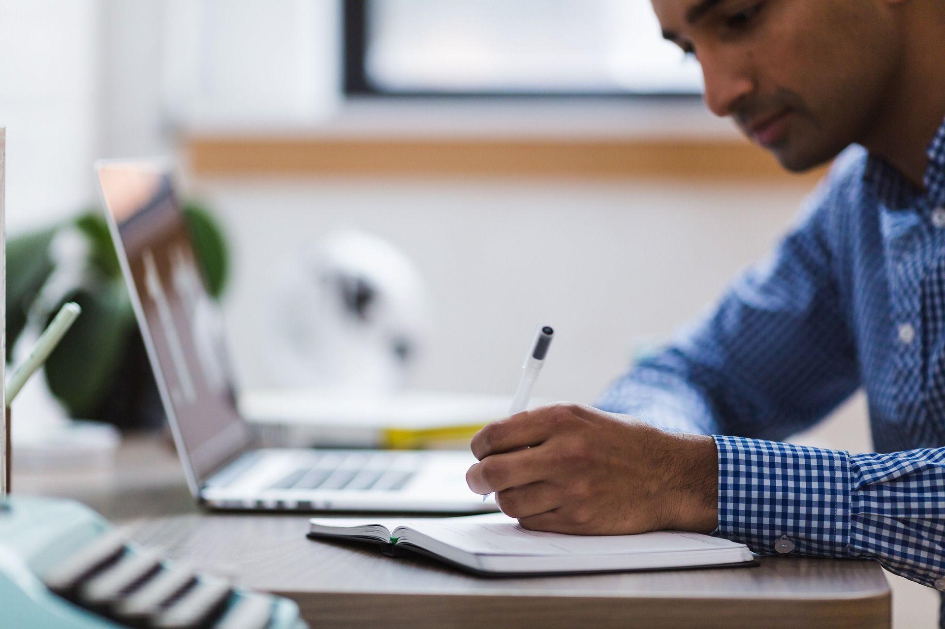Inteligencia Artificial contra el absentismo laboral gracias a AIS Group