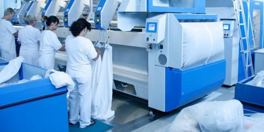 Utilizar los servicios de lavanderías industriales para la limpieza y desinfección de las ropas de trabajo