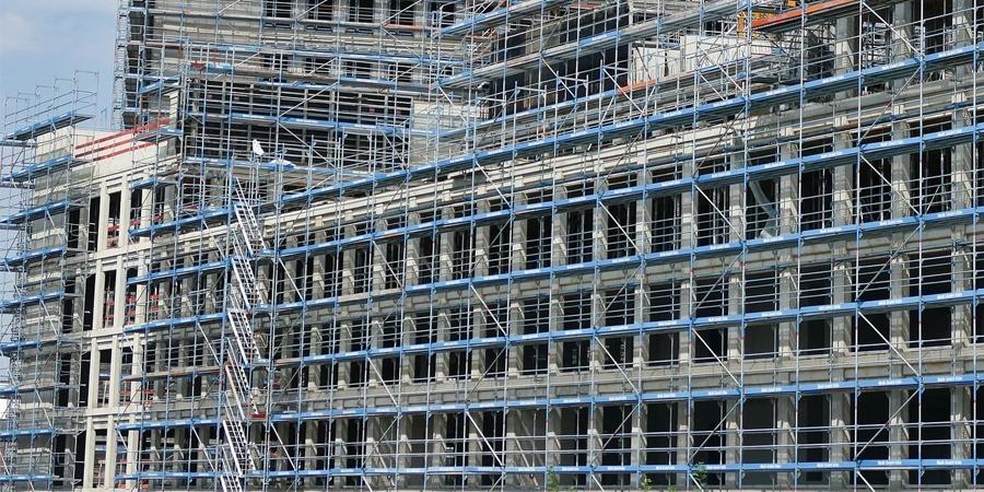 Aspectos clave a la hora de alquilar un andamio para una obra o reforma en Madrid